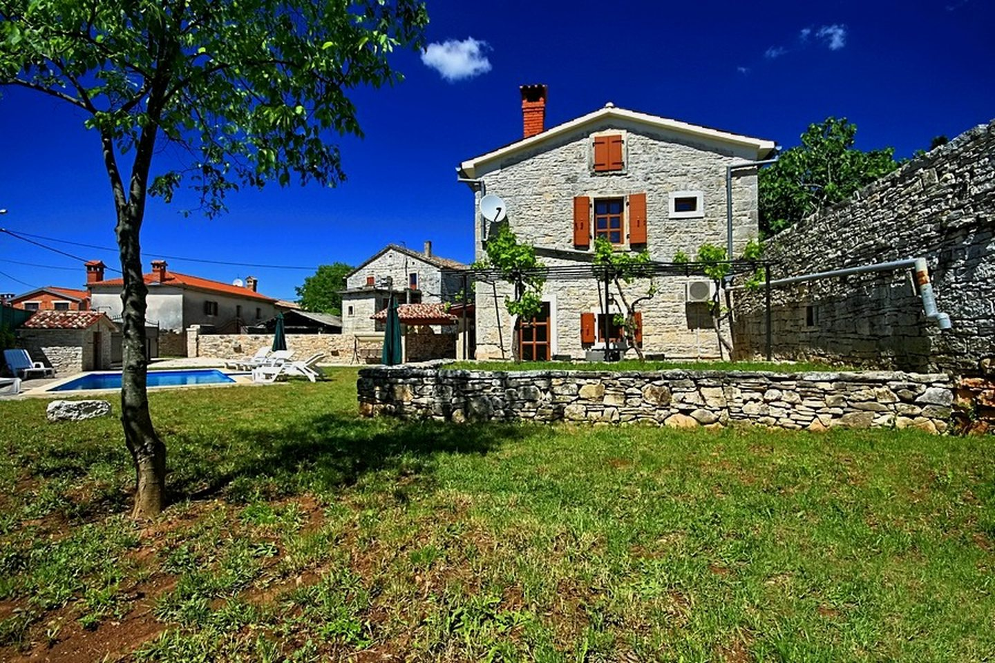 https://www.istria-home.com/bundles/web/images/photos/110/110_31_31.jpg
