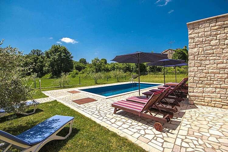 Swimming Pool — Villa Borgonja — Močibobi, Karojba, Central Istria (Villa with pool) (2/40)
