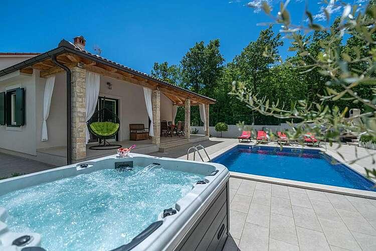 Facilities and Services — Villa LeDa — Belavići, Barban, East Coast of Istria (Villa with pool) (2/43)
