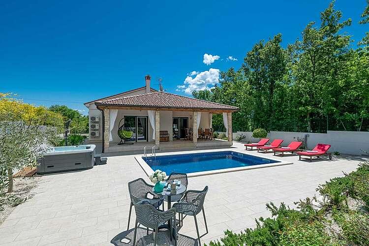 Exterier — Villa LeDa — Belavići, Barban, East Coast of Istria (Villa with pool) (3/43)