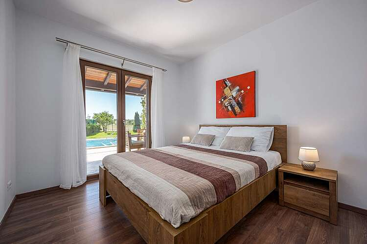 Spavaća soba — House Leticia — Valbandon, Fažana, Pula-Medulin (Vila sa bazenom) (3/35)