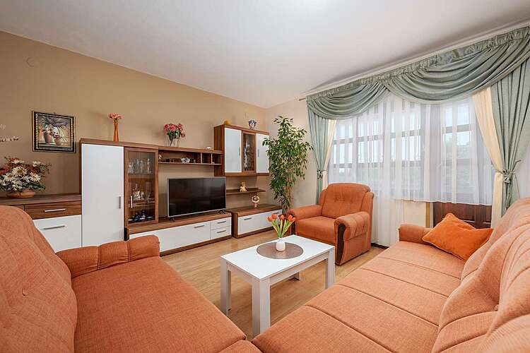 Living Room — Ruža — Broskvari, Višnjan (Apartment) (2/22)