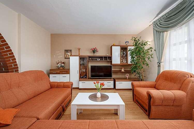 Living Room — Ruža — Broskvari, Višnjan (Apartment) (3/22)