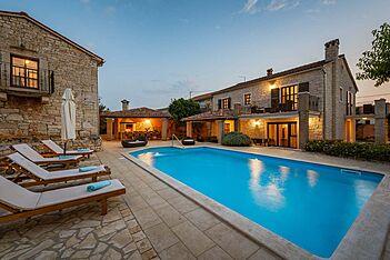 Villa Radetići, Radetići, Tinjan, Tinjan (Vila sa bazenom)
