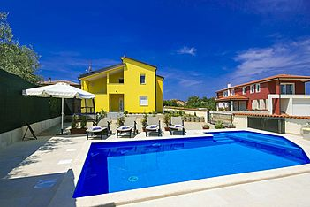 Daris — Kaštel, Buje, Umag-Novigrad (Apartment) - Swimming Pool
