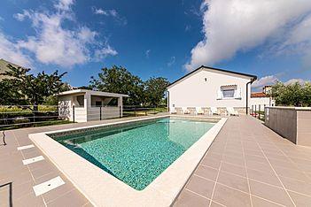 Casa Divna — Peruški, Marčana, East Coast of Istria (Holiday home) - Swimming Pool