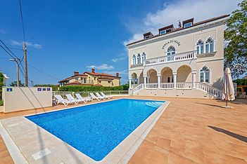 Perla di Mare 2 — Bašanija, Umag, Umag-Novigrad (Apartment) - Swimming Pool
