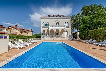 Perla di Mare 8 — Bašanija, Umag, Umag-Novigrad (Apartment) - Swimming Pool