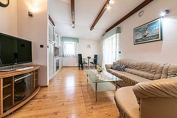 App Maurizio 3 — Perci, Tar-Vabriga (Apartment) - Living Room