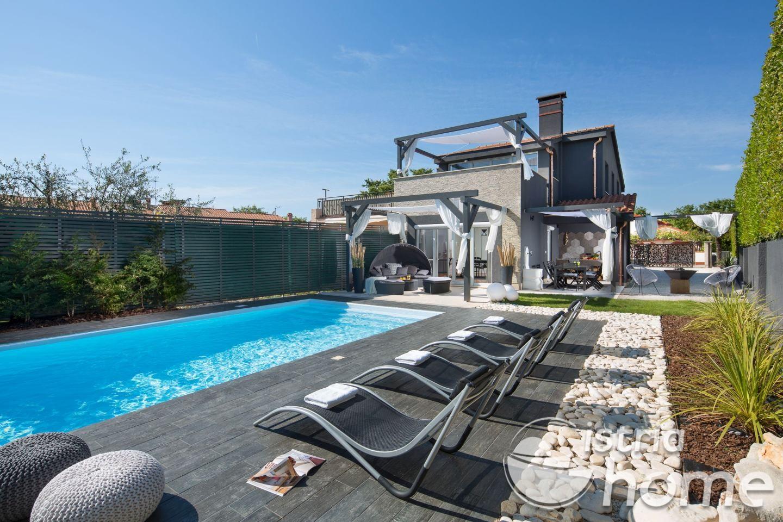Moderne Sommerküchen : Villa mit pool villa evita poreč kroatien istria home