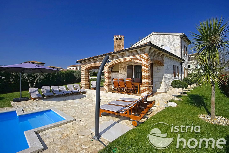 Villa with pool villa rustica vi njan croatia istria home for Villas rusticas
