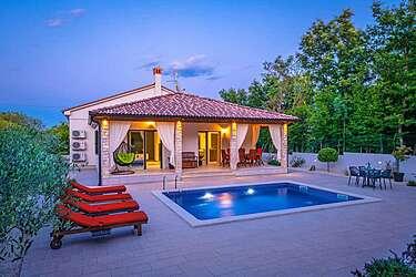 Villa LeDa — Belavići, Barban, De oostelijke kust van Istrië (Villa met zwembad) - Zwembad